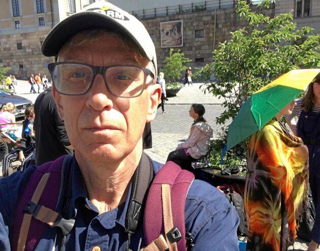 Greta Thunberg tar nu ett sabbatsår och i höst väntas hon delta i två stora klimatmöten i FN:s regi på andra sidan Atlanten. Vid hennes klimatstrejk utanför riksdagen var utländsk media ofta där för att prata med Greta Thunberg om hennes klimatengagemang, men ibland hade hon chansen att bara sitta och fundera.