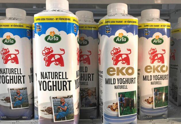 Yoghurten skulle bli lättare att få ut ur förpackningen var Arlas tanke och mening. Men kunderna gillar inte alls förändringen, och kritiserar hårt att korken är gjord av plast.