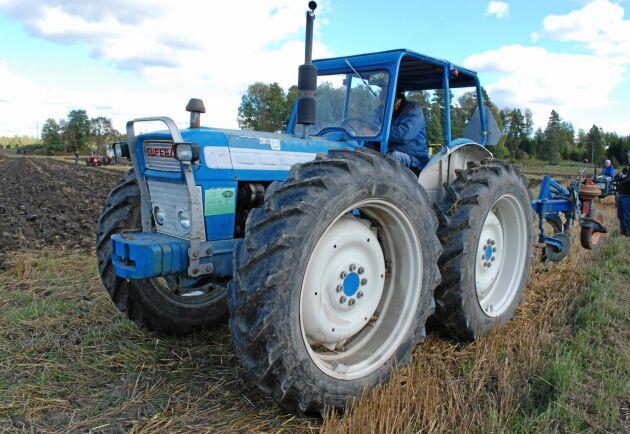 Fyra lika stora hjul var det som gav den bästa dragförmågan förutom tandemtraktorn.