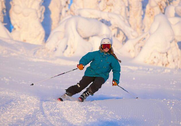 Skidbackarna i Kåbdalis öppnar redan i oktober och stänger först i maj och lockar därför alpina landslag.