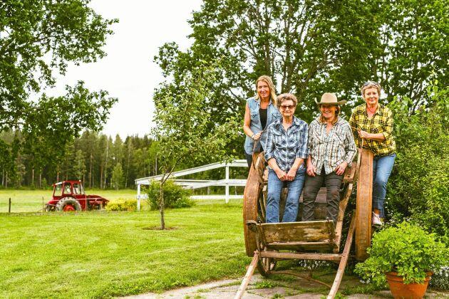 Kalenderdamerna: Från vänster Maria Lindquist, Ingrid Johansson, Monica Larsson och Ewa Asker.