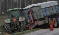 Stort oljeutsläpp efter traktorhaveri