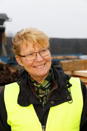 Katarina Levin, vd Setra. Här på besök på sågverket i Nyby.