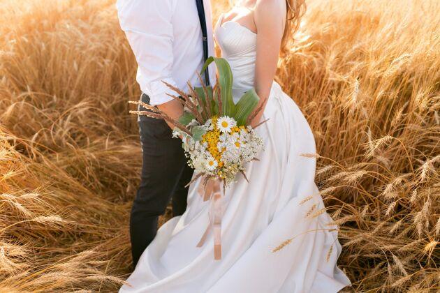 Våra älskade sädesslag bör ha en central roll i dekorationerna för ditt lantliga bröllop.