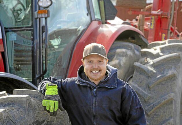 Yngste sonen Patrik Forsberg arbetar heltid på gården och är helt inställd på att ta över verksamheten i framtiden.