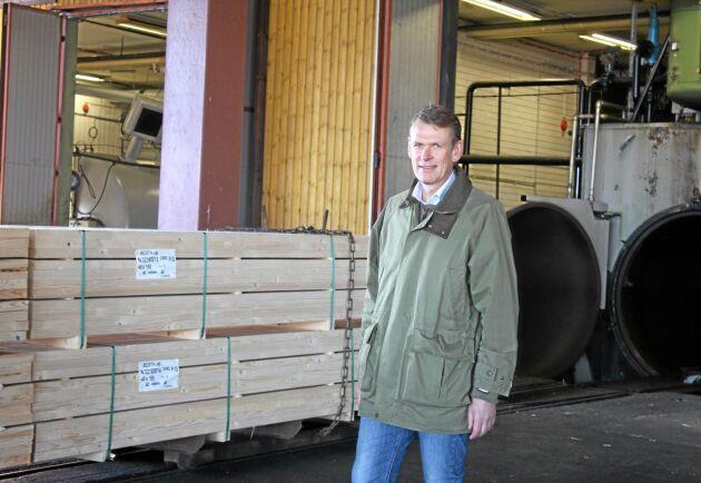 Bergs Timbers VD Peter Nilsson på impregneringsanläggningen Bitus i Nybro.