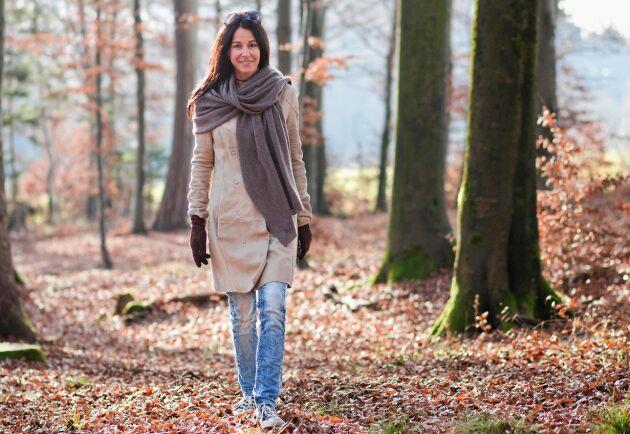 Promenera en halvtimme i dagsljus varje dag. Det hjälper dig att hålla dig pigg.