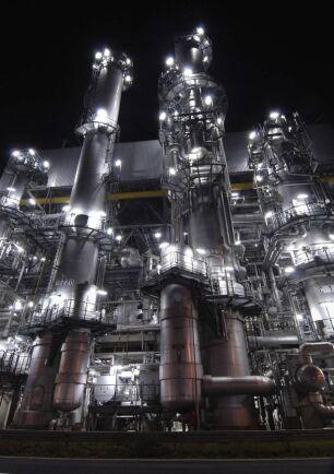Vid fabriken i tyska Ludwigshafen kemijätten BASF bland annat råvara till olika plaster. I dag är råvaran oljebaserad. i morgon kan den vara biobaserad.