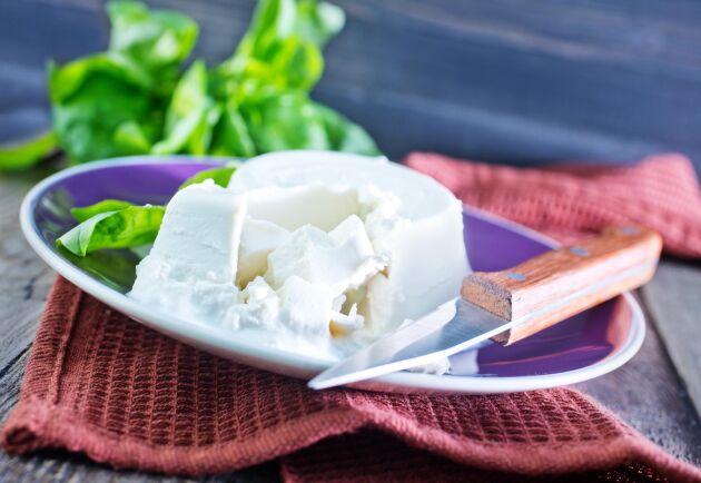 Den största importökningen finns i undergrupperna färskost och riven och pulveriserad ost. Importen har ökat med 27 000 ton i de här grupperna.