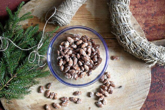 Brända mandlar är lätt att göra själv och doften av karamelliserat socker sprider en härlig julstämning i köket.