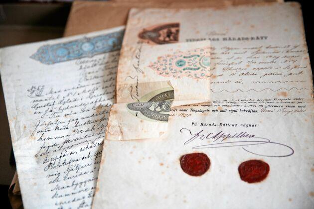 I gårdens gömmor finns gamla dokument om detta sköra brev från häradsrätten från 1870.