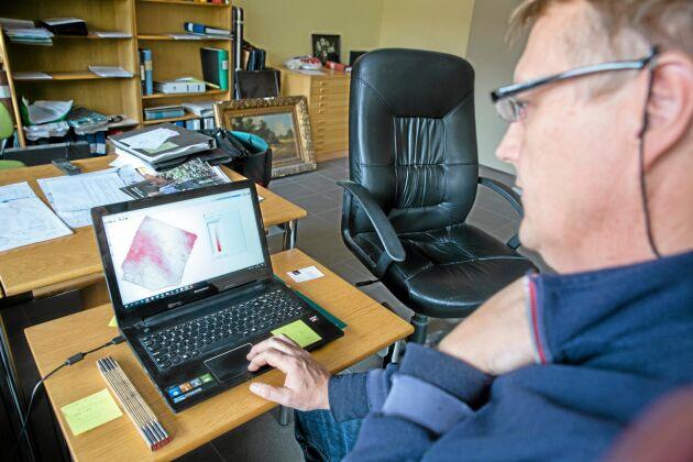 För att variera utsädet kontinuerligt krävs en såmaskin som kan läsa de styrfiler som skapas i datorn på kontoret och anpassa utsädesmängden med hjälp av gps.
