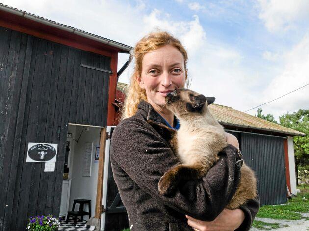 Bondbönan, Hanna Karlsson, som driver Österbygård på Öland, har tusentals följare på Instagram.