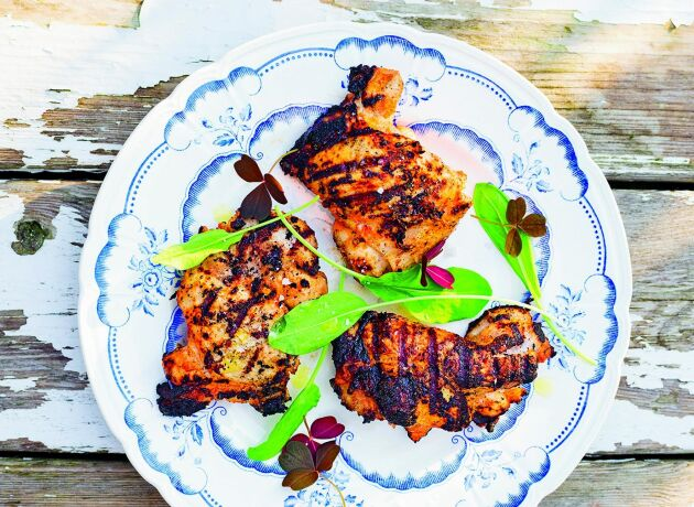 Yoghurtmarinad ger ett smakrikt och mustigt kycklingkött.
