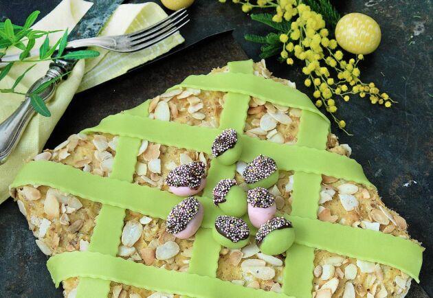 Påskens mandeltårta med nougatkräm, smarrigare än så här kan påsken knappast bli.