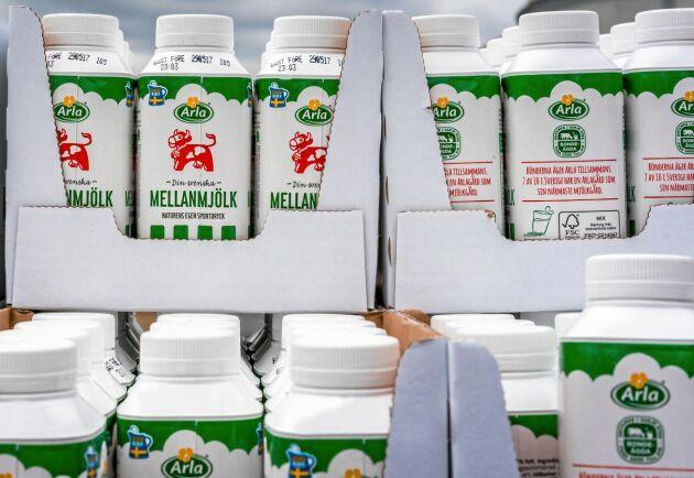 Priset på mjölk höjs på grund av sommarens extremväder.