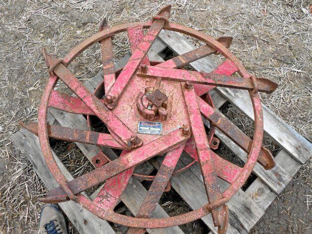 Ett björnhjul användes för att reducera slirningen vid plöjning. Järnen fälldes ut och kunde ta tag i marken.