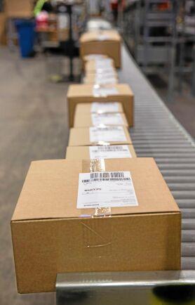 Omkring en miljon artiklar kommer att paketeras och lämna lagret varje år.