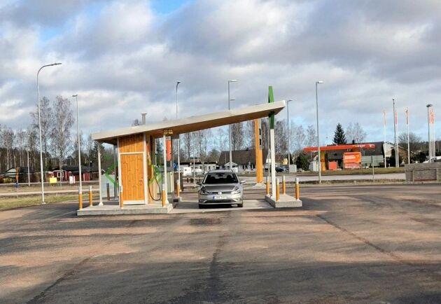 Med hjälp av gödsel från tusen djur producerar Hagelsrum årsvolymen till ungefär 1 300-1 400 biogasbilar om varje bil körs 1 500 mil om året.