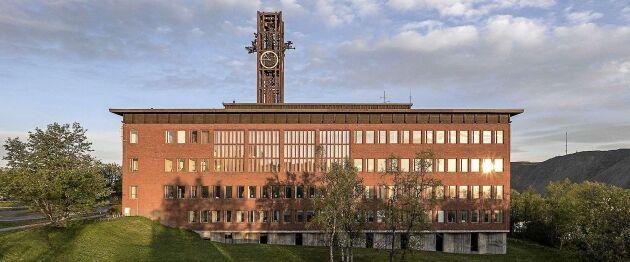 Gamla stadshuset ska snart rivas. Klocktornet har dock fått följa med till nya stadshuset.