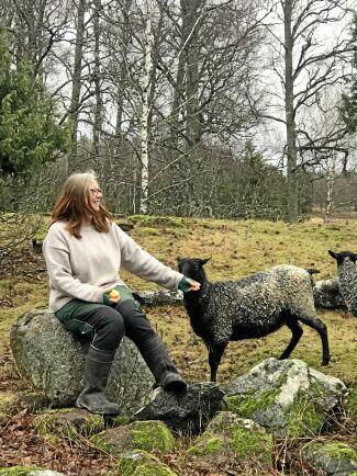 Fia Söderberg startade Ullförmedlingen efter att ha konstaterat att det fanns både en stor efterfrågan och en stort utbud av ull - samtidigt som stora mängder ull importeras.