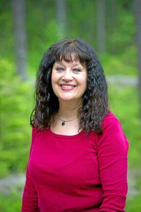 Karin Perers är ordförande i Mellanskog och menar att Sebastian Kirppu använder sin yrkesidentitet till att få uppdrag i sin ideella verksamhet.