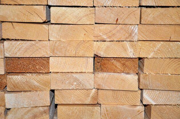 90 procent av det som sågas på Södra Woods anläggning i Finland går på export till Storbritannien.