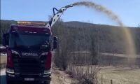 Här är det kanon att gödsla med lastbil