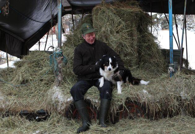 Robert Pettersson med hunden Smilla.