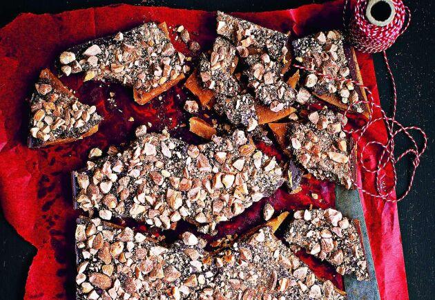 Supergod knäck med mandelchoklad att mumsa loss på i höst- och vintermörkret.