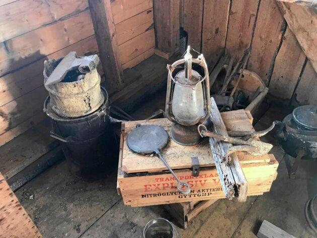 I stallporten finns fina gamla saker bevarade.