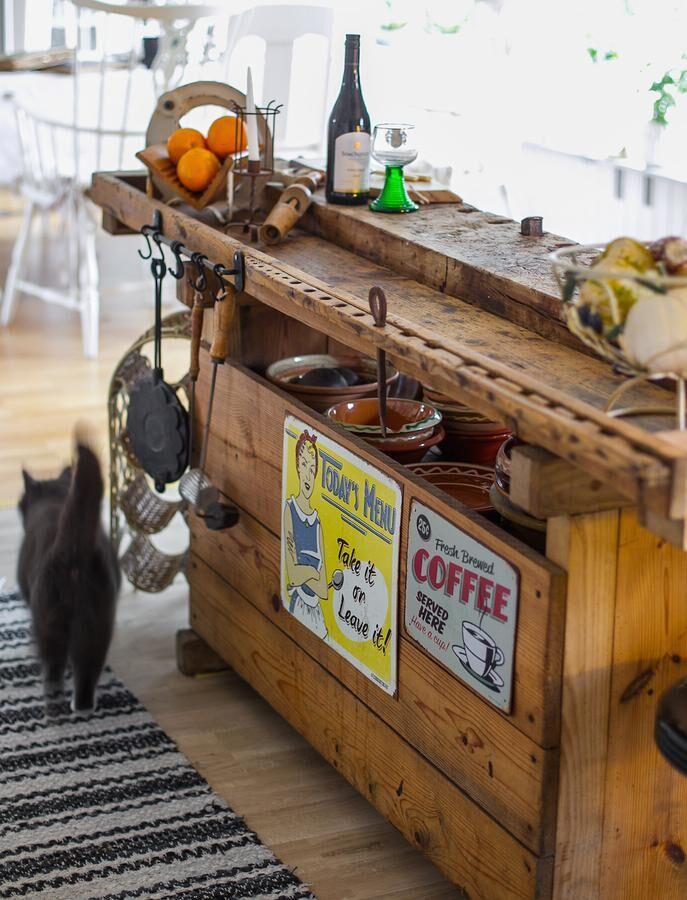 Rustik köksö. Några extra krokar och beslag gjorde kökslyx av det gamla fyndet. Foto: Josefin Widell Hultgren