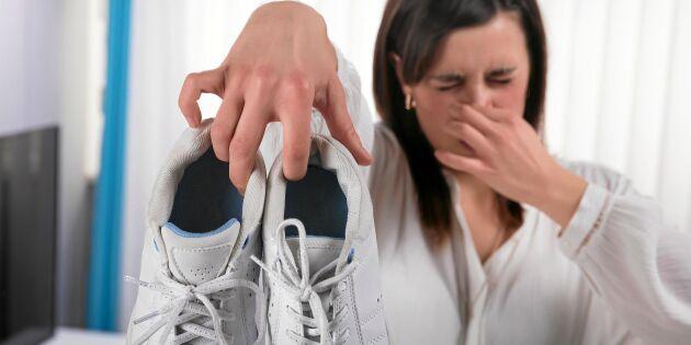 Fotspecialistens dunderknep mot stinkande skor – löjligt enkelt!
