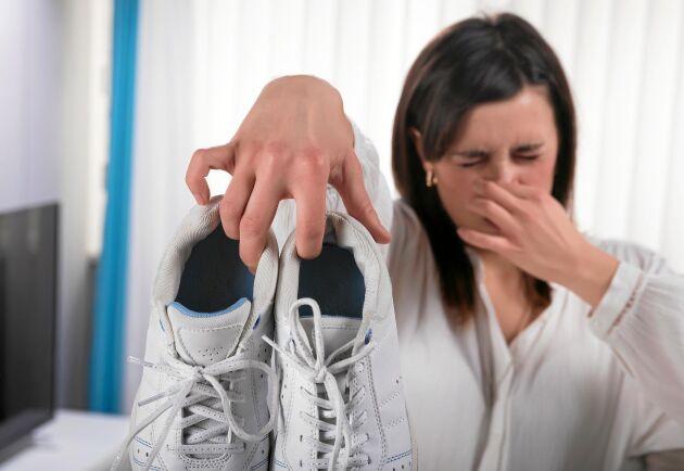 Fy tusan! Stinkande skor kan förpesta luften rejält.