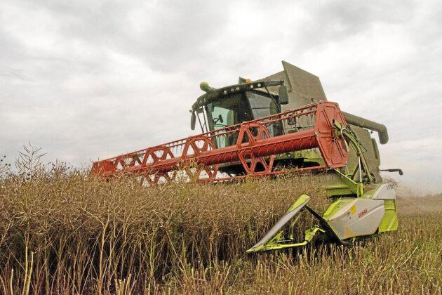 Allt dyrare jordbruksmaskiner är en anledning att hyra ut maskinerna när man inte använder dem. Men det finns saker som är viktiga att tänka på.