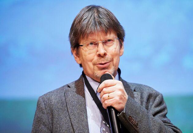 Tomas Lundmark prisas på Mellanskogs stämma.