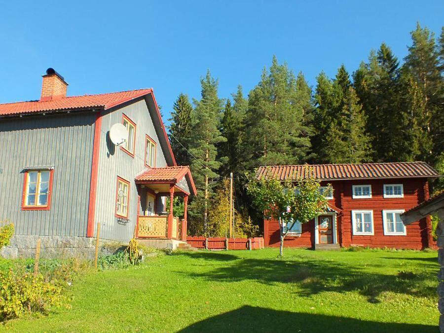 Gården Bjölänge och bryggstugan med timmerstomme i originalskick från 1700-talet.
