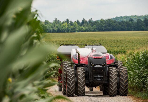 Med förarlösa traktorer kan den skadliga markpackningen minska eftersom man då kan köra med mindre maskiner. Det menar maskinkonsulenter i Danmark.