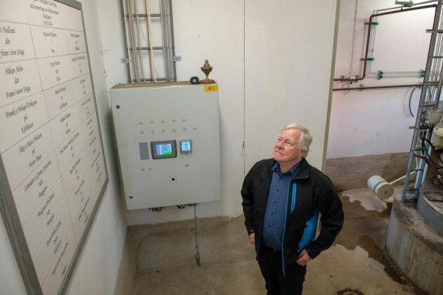 Samfälligheten Hensgårds elektriska driver bland annat bondsåg och vattenkraftverk. Det gav Bertil Forsberg idén om att skaffa vindkraft och insikten om att hela byn måste vara med på planerna.