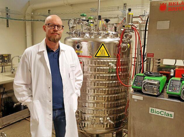 Björn Alriksson, gruppchef inom bioteknik på RISE Processum. Han är i dag verksam med ett forskningsprojekt där man omvandlar sågspån och kutterspån till miljövänligt flygbränsle.