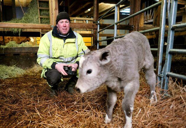 Lantbrukaren Per Wendler, Linköping, har foder till sina djur, men intäkterna är inte vad de brukat vara.