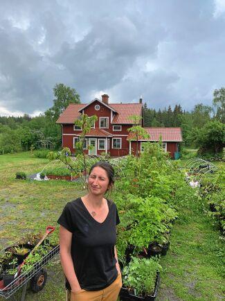 Malin Wedrén på Svartbäckens trädgård hyllar samarbetet i Fjärdhundraland.