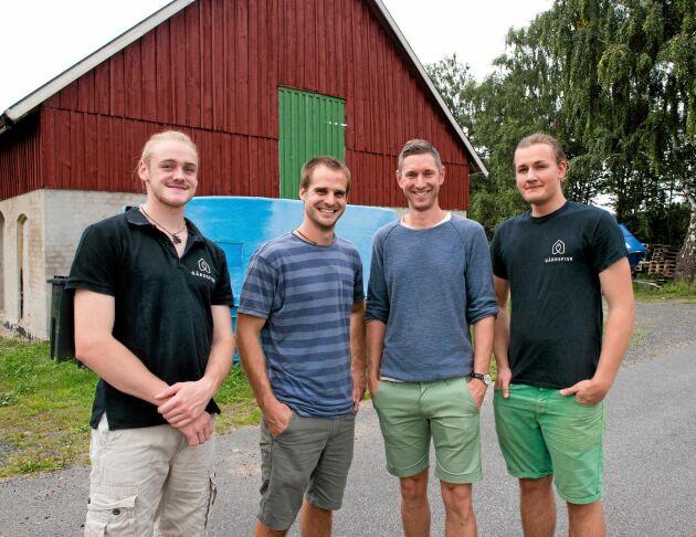Expansion. Joel Fredriksson, Mikael Olenmark Dessalles, Johan Ljungquist och Niclas Segefur. Joel och Niclas är nyanställda och sköter numera den praktiska driften i Gårdsfisk.