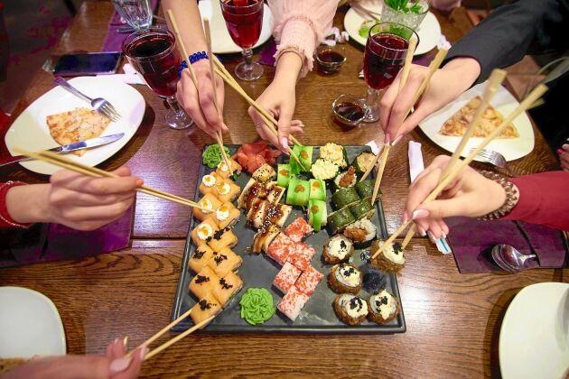 Svenskarna väljer helst lax i sin sushi.