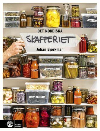"""Receptet på grönkåls- och hasselnötsmüsli kommer från Johan Björkmans kokbok """"Det nordiska skafferiet""""."""
