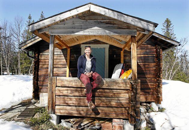 """Sofie Werner bor i en stuga på 29 kvadratmeter vid fjället i Västjämtland. """"Det räcker för mig"""", säger Sofie."""