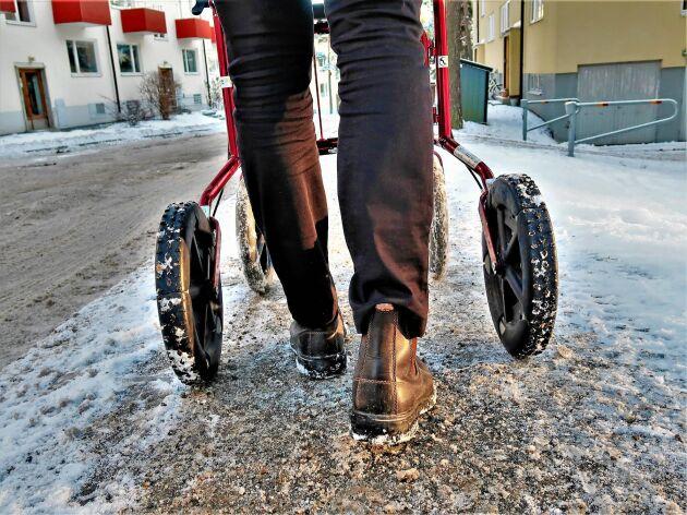 Nu finns broddar för rullatorer ute på marknaden. Den svenska uppfinningen har mötts av ett stort intresse.