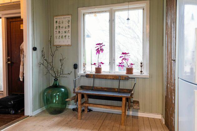 En gång i tiden bodde Bökhults lärarinnor i de två små rummen, som nu har blivit kök.