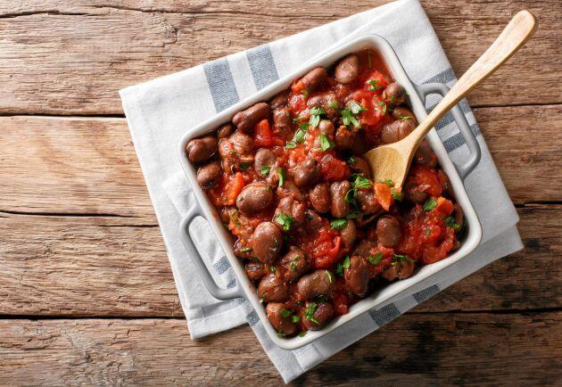 För mindre än tjugo kronor per portion får du en värmande vegetarisk chili.