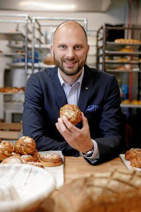 Martin Lundell, VD för Sveriges bagare och konditorer, firar Kanelbullens dag den 4 oktober som om det vore en nationaldag.